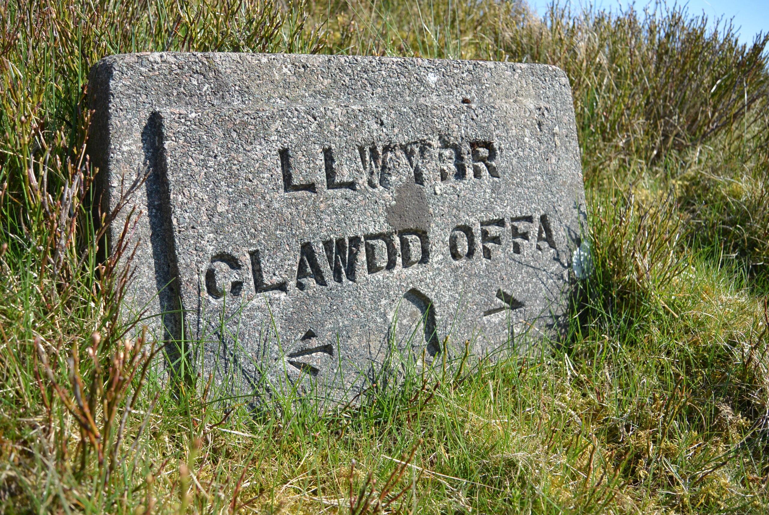 Arwydd-Llwybr-Clawdd-Offa_Offas-Dyke-Path-Sign