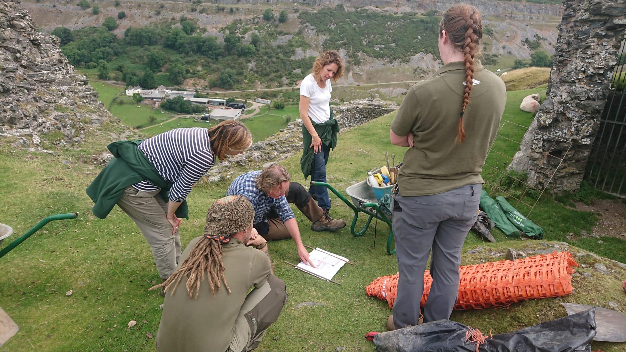 The Our Picturesque Landscape project team working with Clwyd-Powys Archaeological Trust / Tîm prosiect Ein Tirlun Darluniadwy yn gweithio gyda Ymddiriedolaeth Archaeolegol Clwyd-Powys