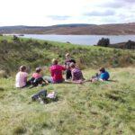 Ceidwaid Ifanc yn cael picnic / Young Rangers having a picnic
